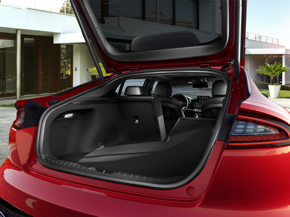 Kia Stinger boot space
